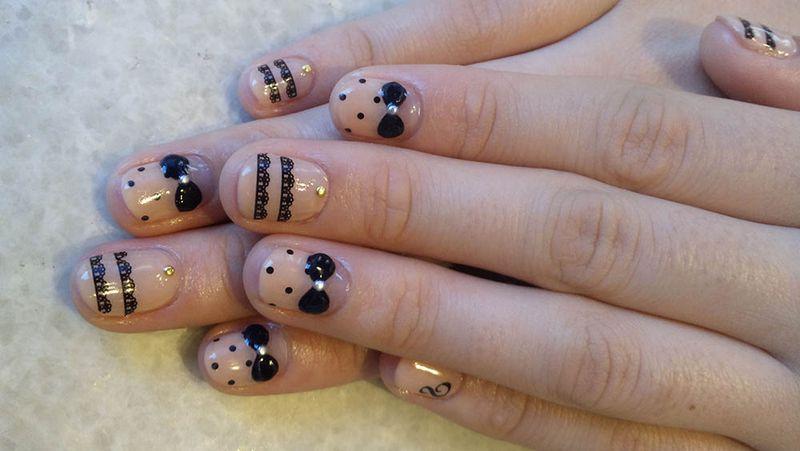 Кружевной маникюр для коротких ногтей