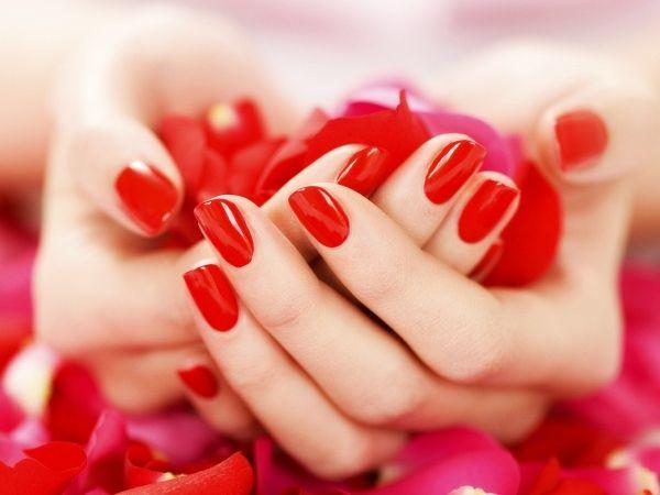 Короткие ногти и красный маникюр