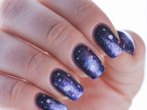 Делаем космический дизайн ногтей дома