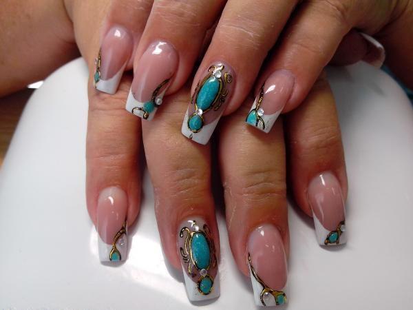 Необычный декор ногтей