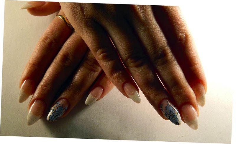 Идея маникюра с рисунком на одном ногте