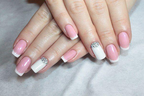 Дизайн ногтей для невесты в белых и розовых тонах