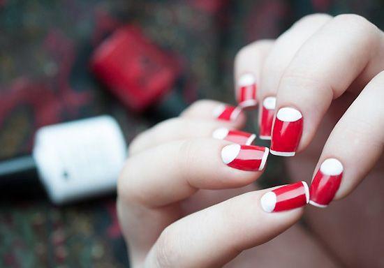 Маникюр красный с белым – тренд сезона – возврат к прошлому