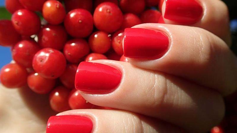 Маникюр с красным цветом: секреты и особенности