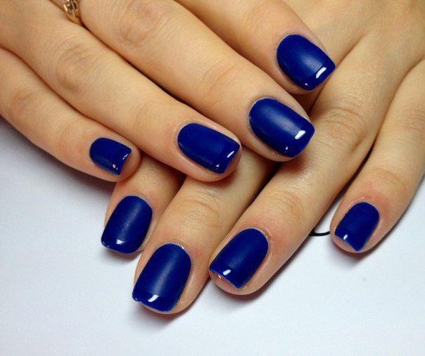 Как выбрать модный маникюр под синее платье