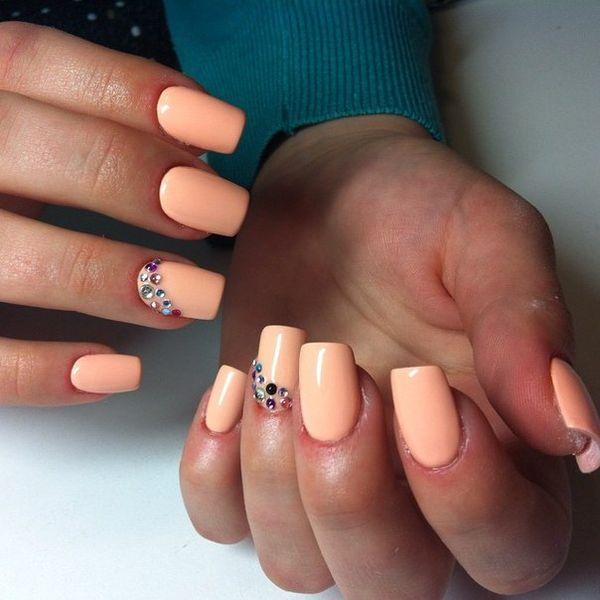 Персиковый цвет лака на ногтях
