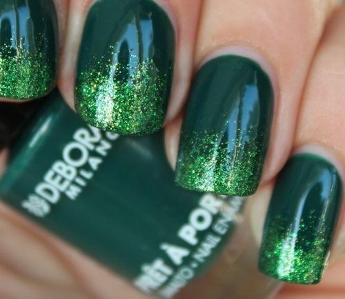Маникюр зеленого цвета с блестками