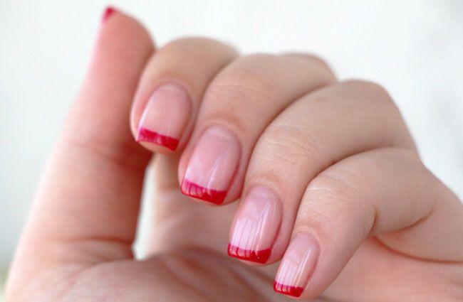 Красный френч на ногтях снова в тренде: фото идей французского маникюра