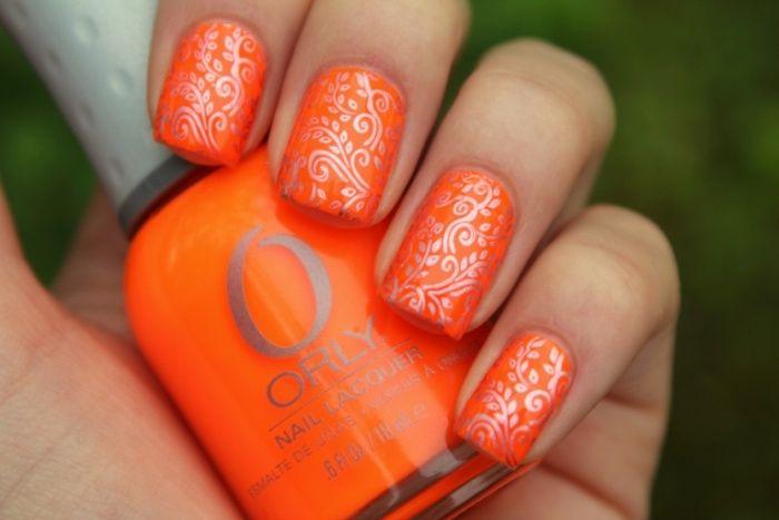 Оранжевый дизайн и коралловый лак