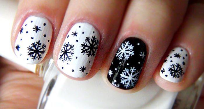 Стильный элемент новогоднего образа: снежинки на ногтях. Фото новогоднего маникюра