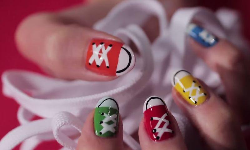 Делаем маникюр с кедами, дерзкий дизайн ногтей
