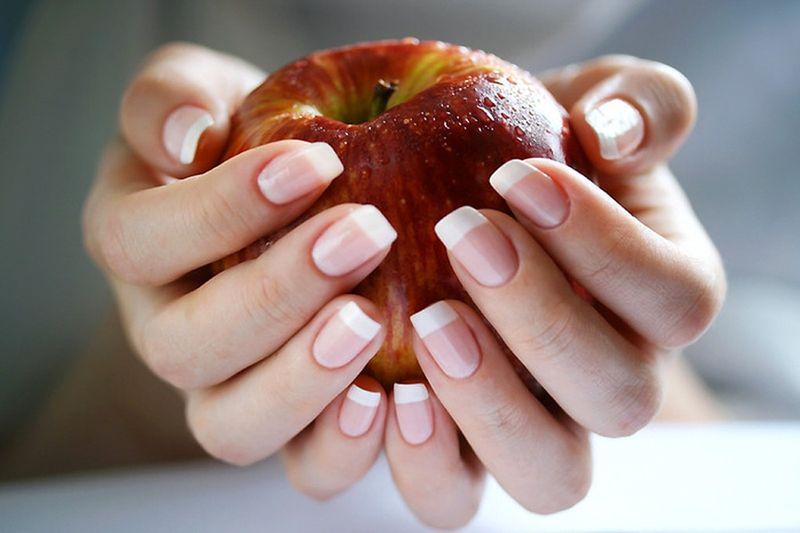 Можно ли беременным красить и наращивать ногти?