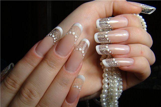 Проявление классики в форме ногтей «пайп»