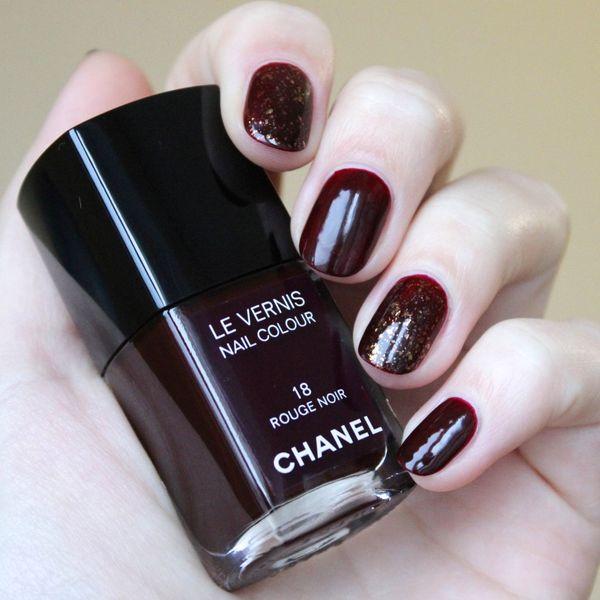 a9baf360201 Нужно нарисовать важнейший элемент нашего дизайна -фирменный логотип Chanel.  Начните с основания фигуры.