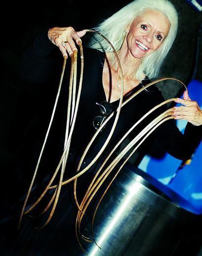 Маникюрные рекорды: самые длинные ногти мира