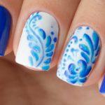Дизайн ногтей с гжелью