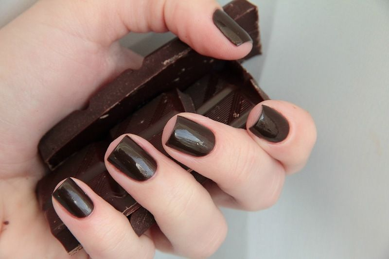 Шоколадные ноготки - это сочетание изысканности и строгости