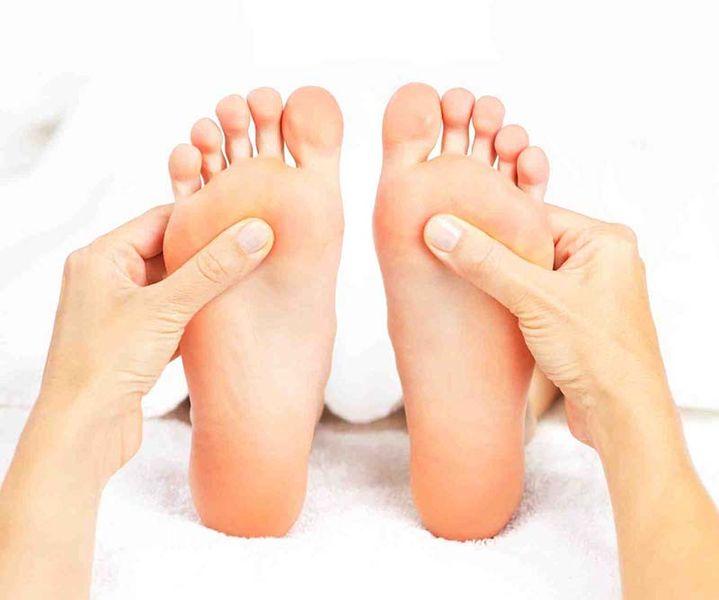 Чем хороши отшелушивающие носочки для педикюра