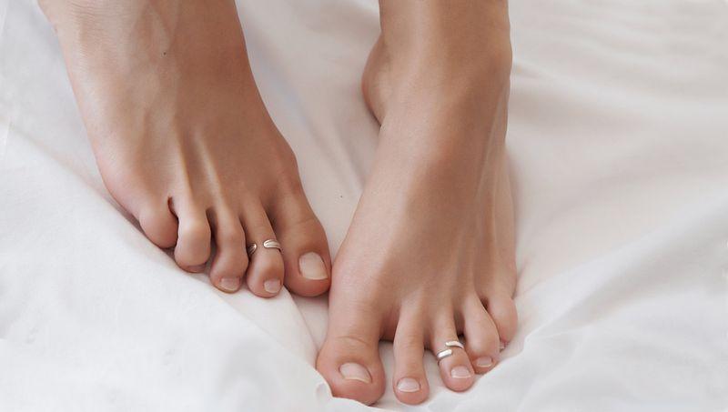 Как избавиться от натоптышей на ступнях, борьба с грубой кожей на подошве