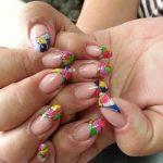 Нарощенные ногти с ярким дизайном