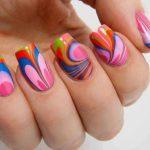 Яркий рисунок на ногтях