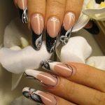 Длинные нарощенные ногти с темным рисунком