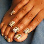 Геометрическая спираль на ногтях