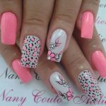 Дизайн ногтей с белым и розовым лаком