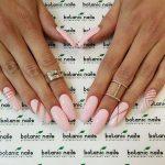 Нежно-розовый лак на ногтях