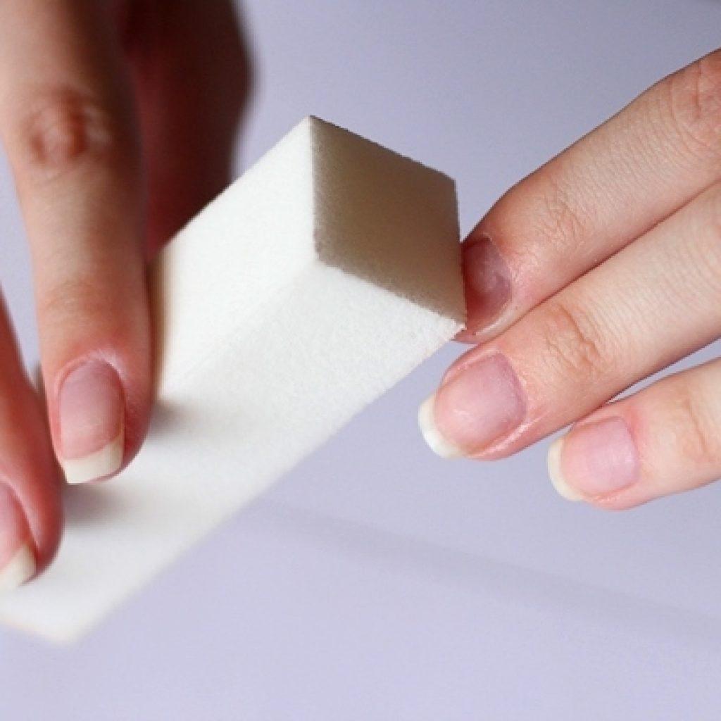 Обработка ногтей бафом