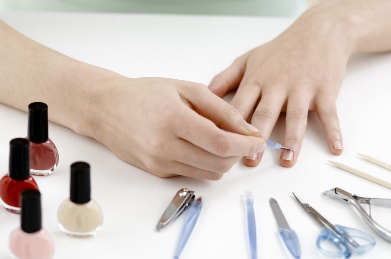 Держите руки в красоте: как правильно делать классический обрезной маникюр