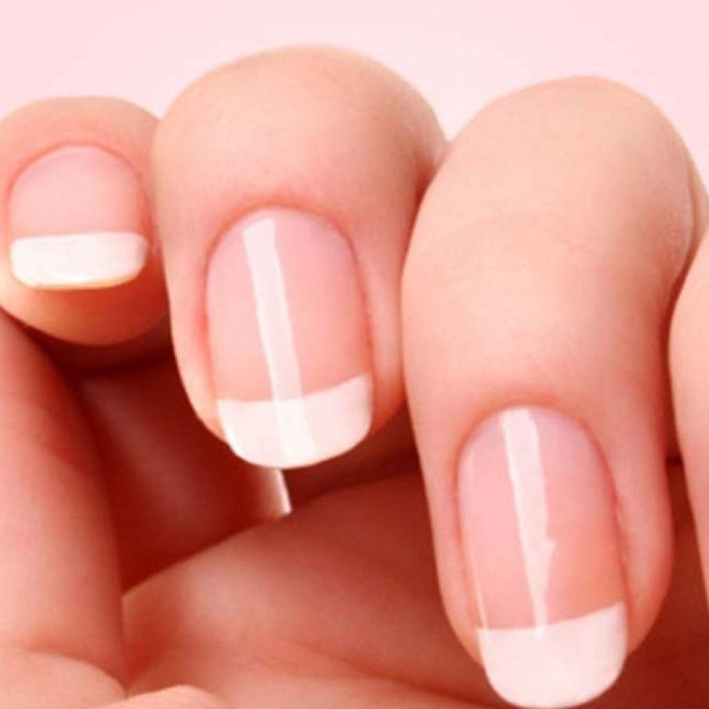 Ногти, покрытые бесцветным лаком