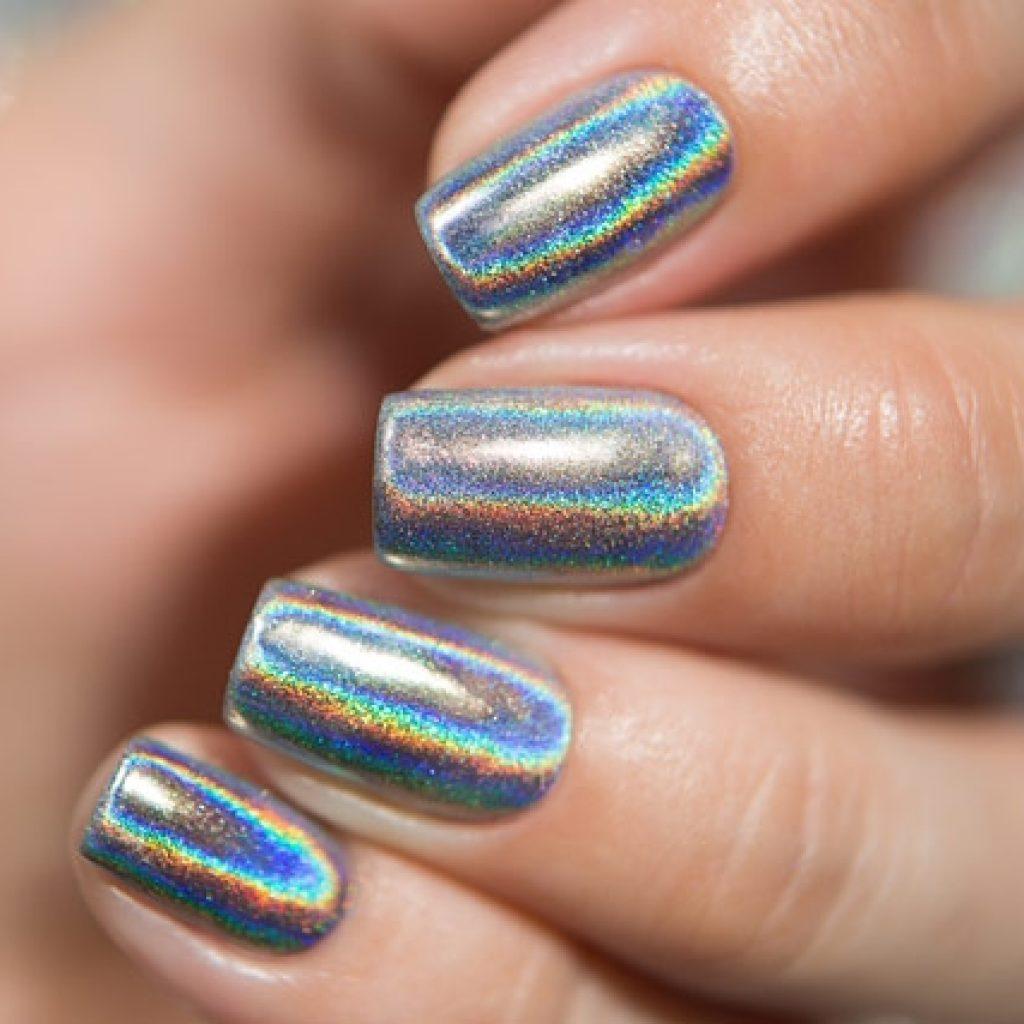 Зеркальная втирка-голографик на ногтях