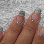 Газетный нейл-арт на кончиках ногтей