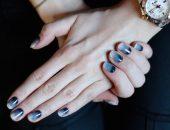 Градиентный маникюр серого цвета