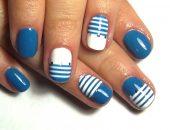 Сине-белый маникюр в морском стиле