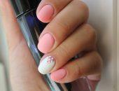 Нежный маникюр в розовых и белых тонах