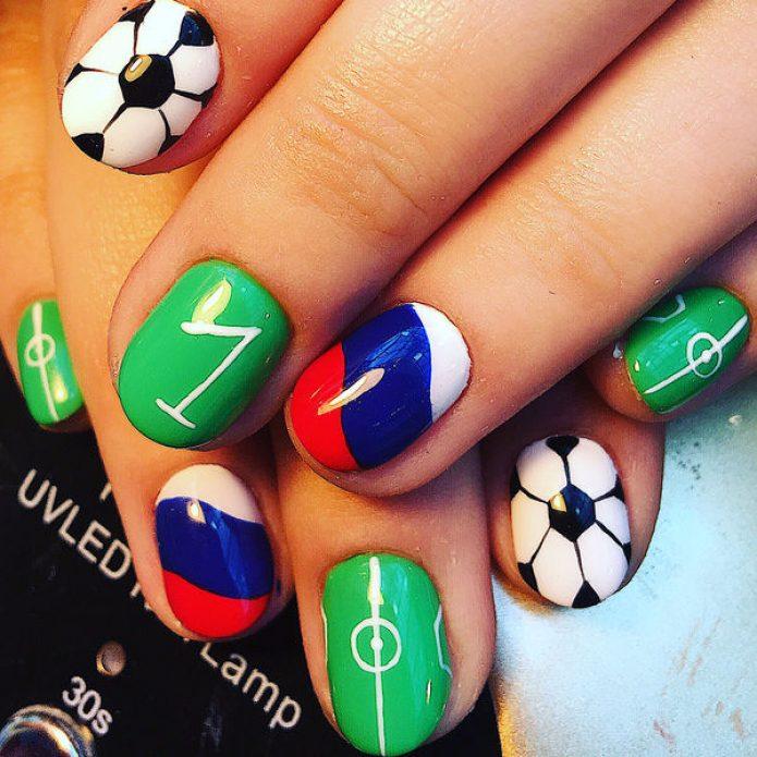 Футбольный маникюр