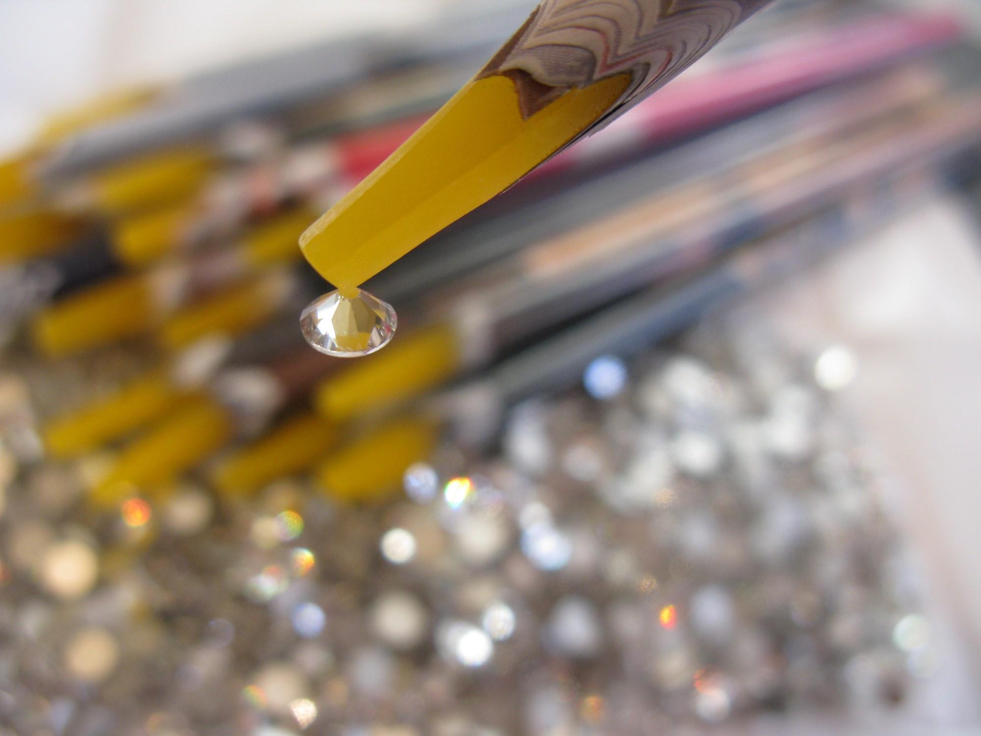 Косметический клей для страз на ногти с топом или гель-лаком