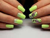 Зелёный маникюр с бабочками