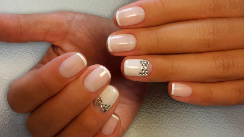Дизайн ногтей с бантиками: 30 вариантов маникюра на фото