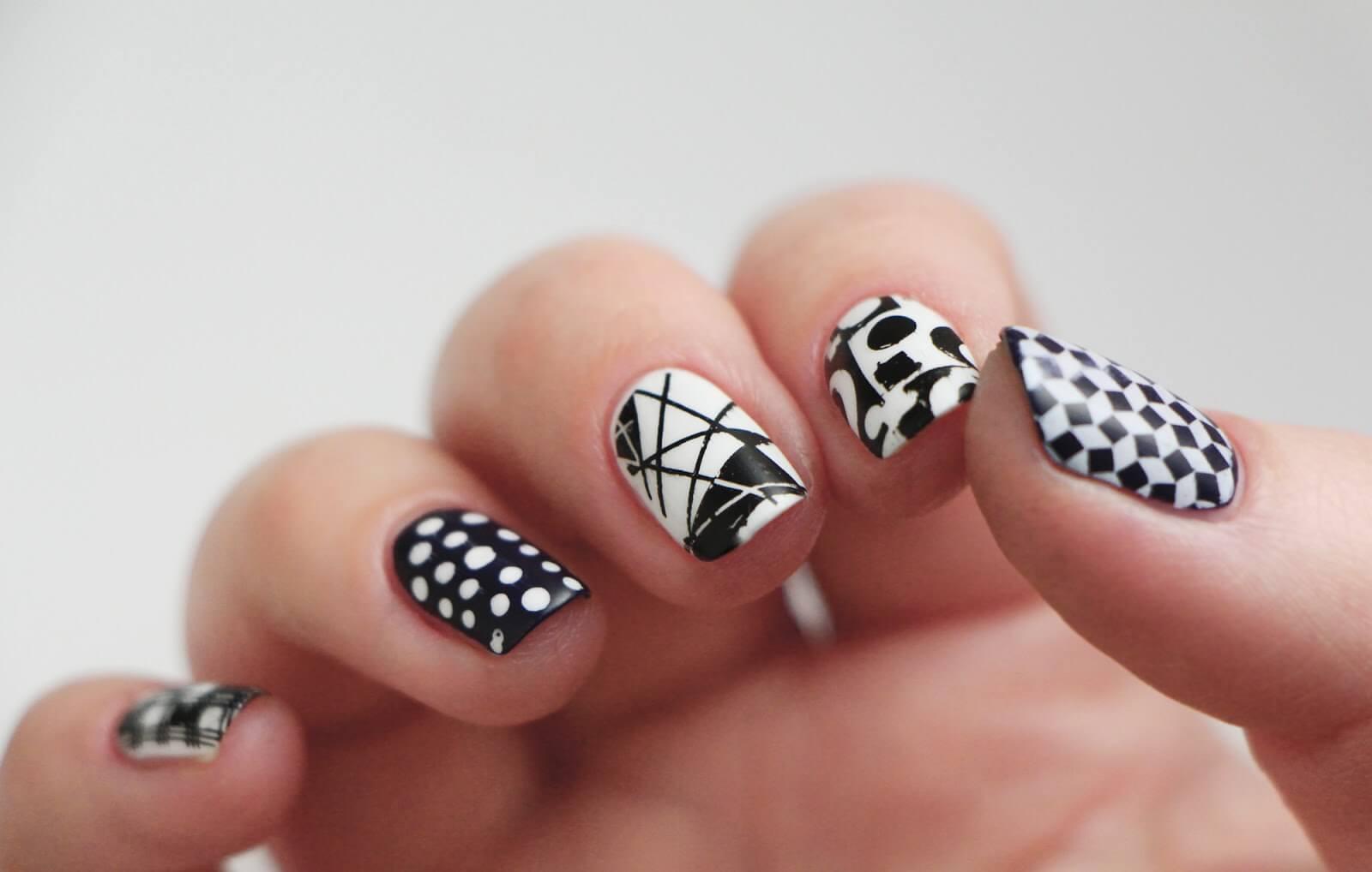 Монохромный маникюр: дизайн ногтей в черных и белых тонах
