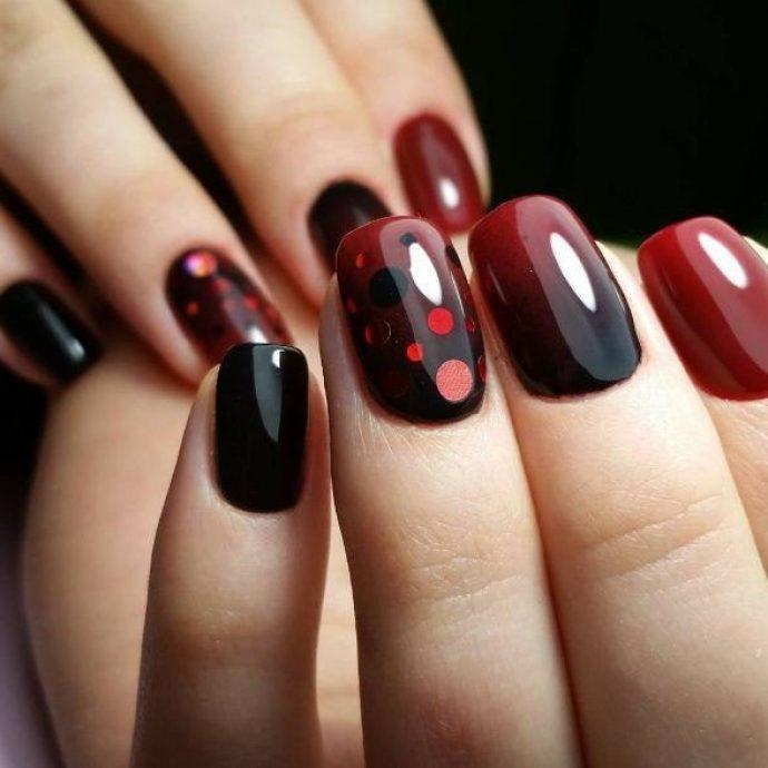 Бордово-черный маникюр с камифубуками