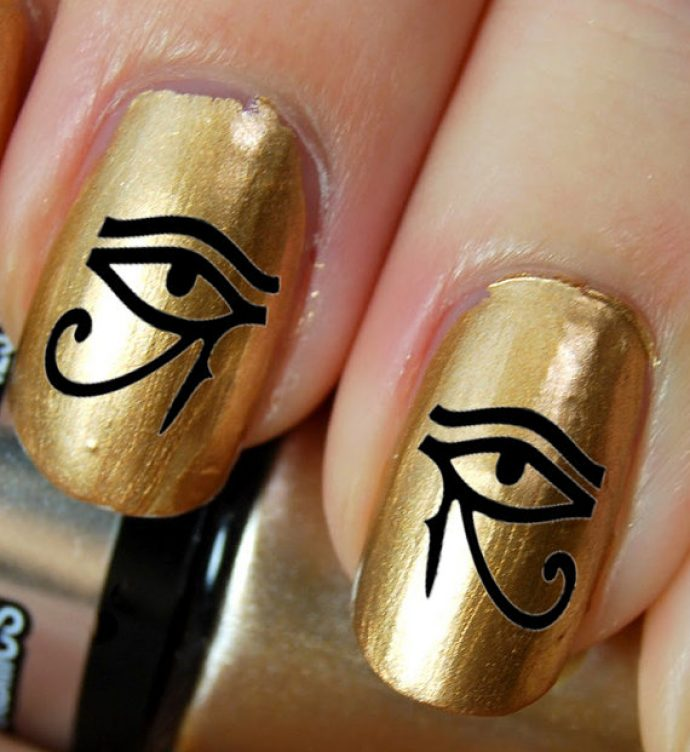 Золотой маникюр с египетскими рисунками