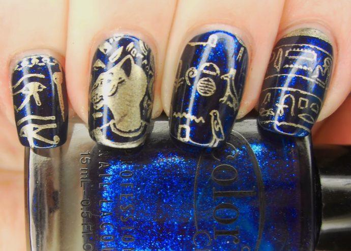 Сине-золотой маникюр с египетскими рисунками