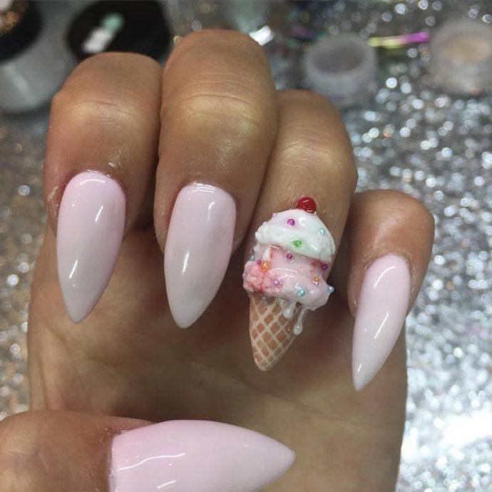 Розовый маникюр с объёмным мороженым