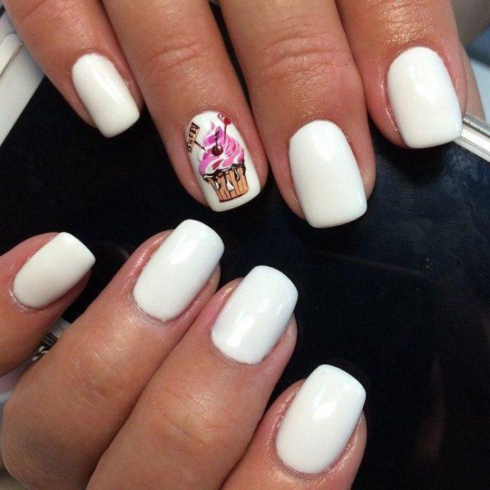 Маникюр с мороженым в белом цвете