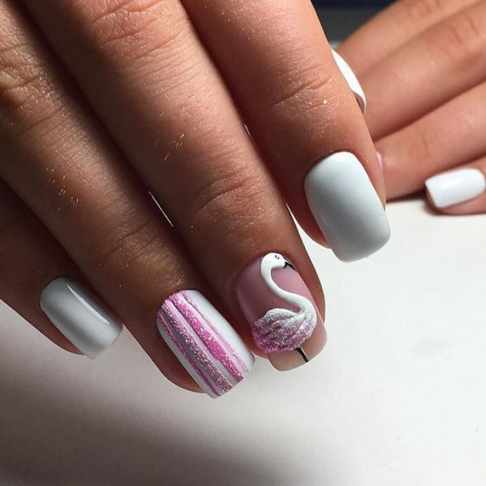 Дизайн ногтей с лебедем