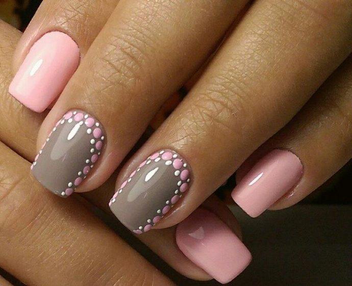Маникюр серый с розовым