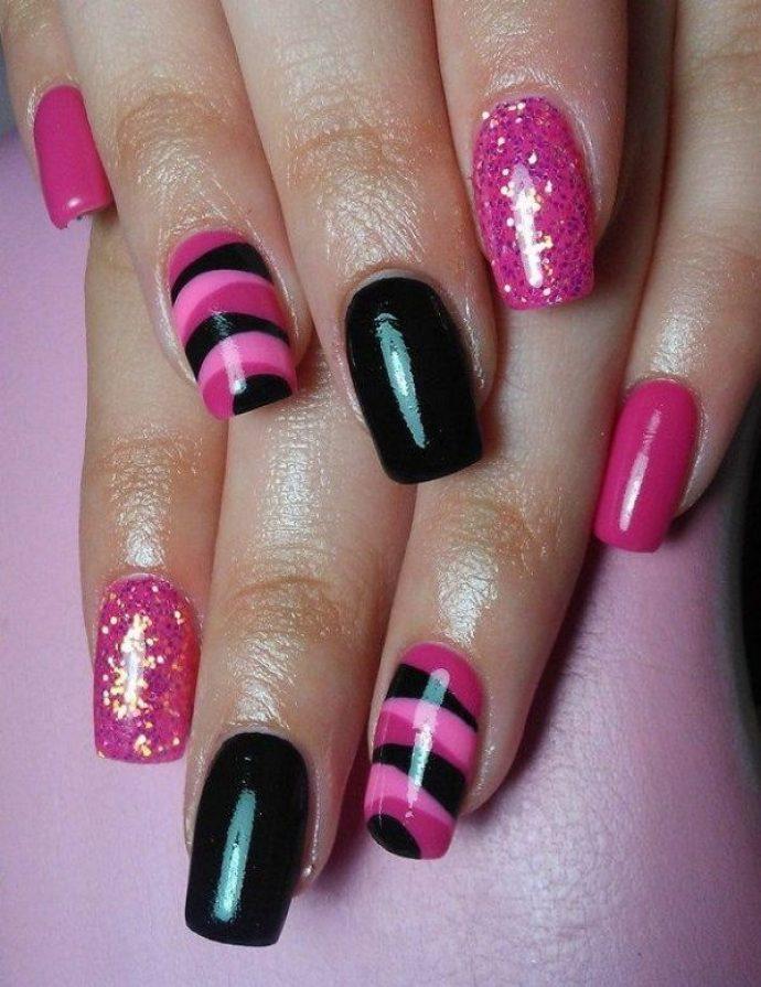 Маникюр черный с розовым